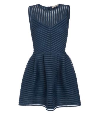 blauwe mouwloze jurk