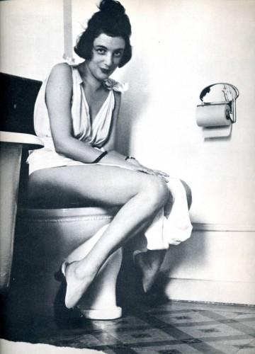 vrouw op de wc