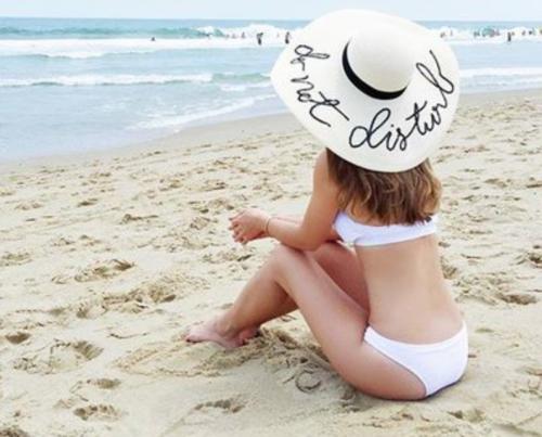 hoed op strand