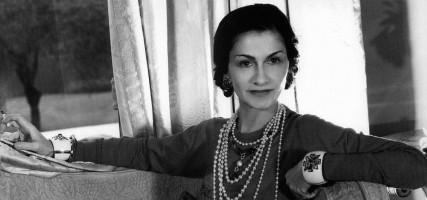 Zo hoort jouw kledingkast er volgens Mademoiselle Chanel uit t...
