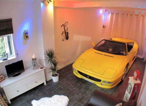 auto in de kamer