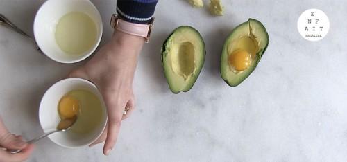 Enfait kookt: avocado's met ei en kaas uit de oven