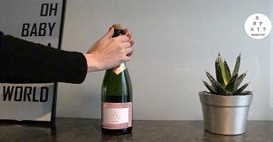 Aha, dus zo ontkurk je een fles champagne!