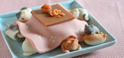 ZOET! Deze snoepkatten houden zich warm onder een kotatsu