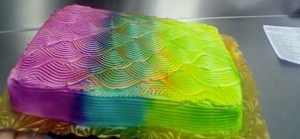 Nice! Deze regenboogtaart verandert van kleur als je 'm draait