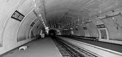 Hoe gaaf: dit wil men van de verlaten metrostations in Parijs ...