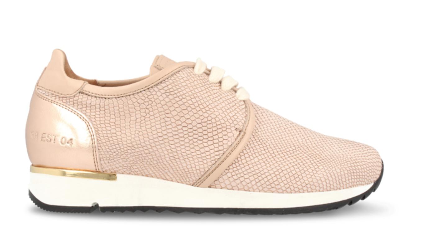 Licht Roze Sneakers : Dé sneakers die je dit voorjaar moet hebben enfait