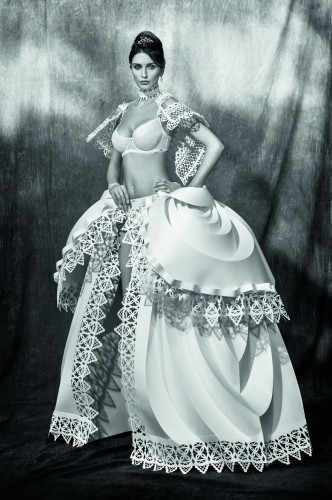 National-Brides-I-Turn-A-Paper-Into-Wedding-Dresses5__880