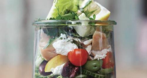 4 x makkelijke salades om mee te nemen naar je werk