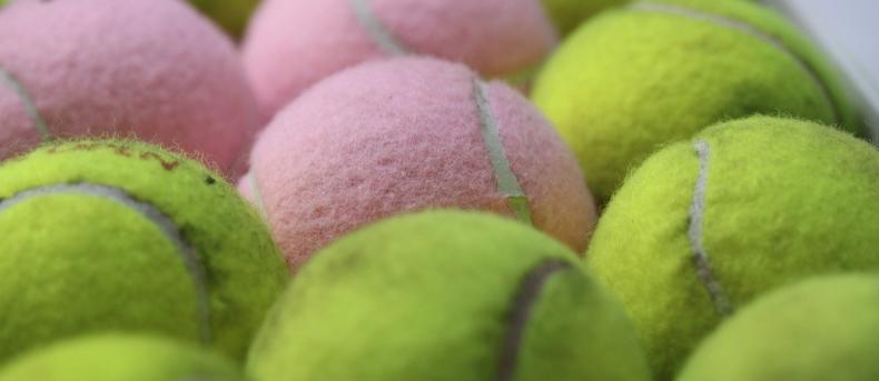 Waarom een tennisbal onmisbaar is in je handbagage