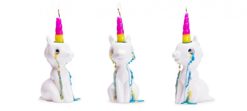 Deze Unicorn kaars huilt gekleurde tranen als je 'm aansteekt