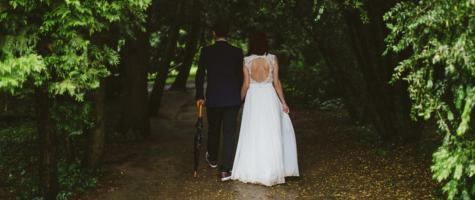 Dit geven bruidjes gemiddeld uit aan een trouwjurk