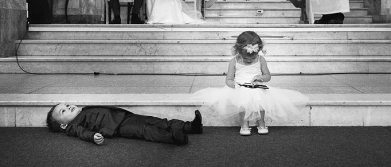 Hilarische foto's van kinderen op een bruiloft