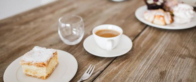 Snaaien op het werk: zoveel calorieën krijg je binnen
