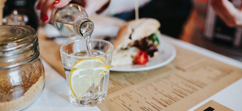 5 Tips om meer water te drinken op een dag