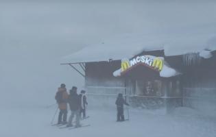 In Zweden kan je naar de McDonald's Ski-Tru