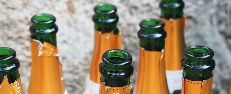 Tijdens de feestdagen verspillen we om en nabij 1 miljoen fles...
