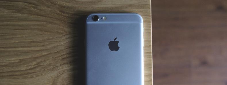 Apple geeft toe opzettelijk oude Iphones langzamer te maken