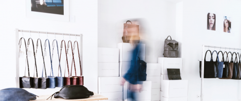 DAPHNY RAES lanceert monogram service in pop-up store