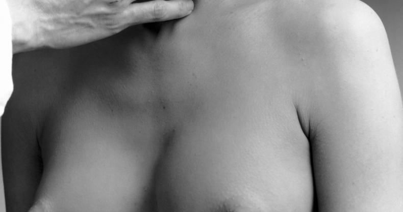 Bestaan perfecte borsten? Zo denk de man daarover