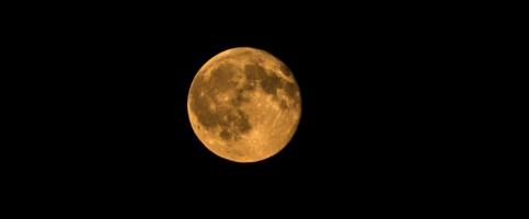 De spirituele kracht van de volle bloed maan en maansverduiste...