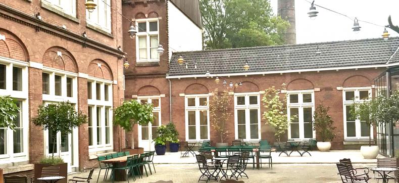 Hotel Arena en PARK café-restaurant Amsterdam, om door een ri...