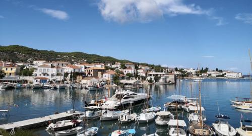 Spetses is het Griekse eiland waar de royals vakantie vieren