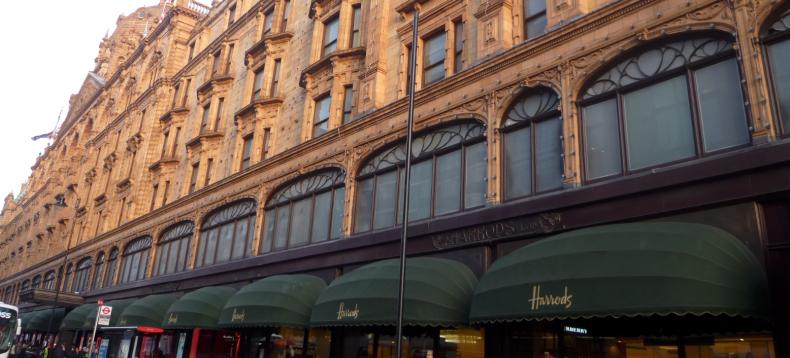 Vrouw spendeert 18 miljoen euro het warenhuis Harrods in Londen