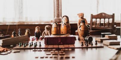 December dilemma: is houten speelgoed beter dan plastic?
