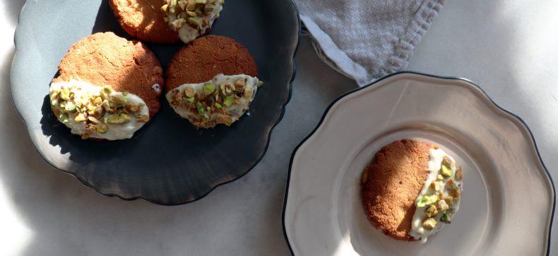 Glutenvrije koekjes met amandelmeel, pistache en witte chocolade