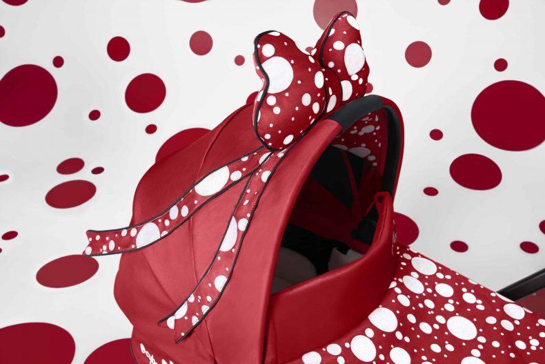 Moschino's creatief directeur Jeremy Scott ontwerpt een beelds...