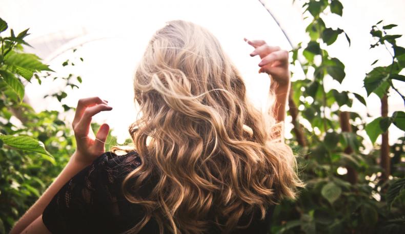 6 dingen die vrouwen met prachtig haar iedere dag doen